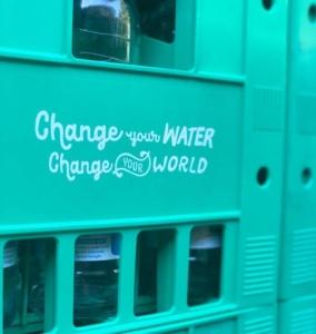 dona 252 litri d'acqua con wami